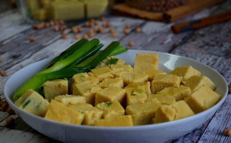 Tofu de grão-de-bico: tão simples e fácil que vai surpreender você