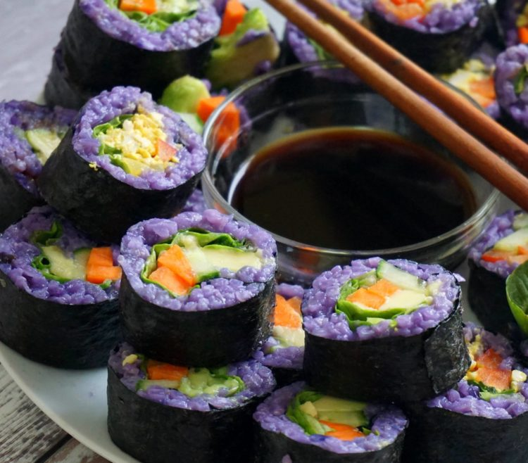 A pretty and colourful vegan sushi with simple ingredients that you can prepare today!