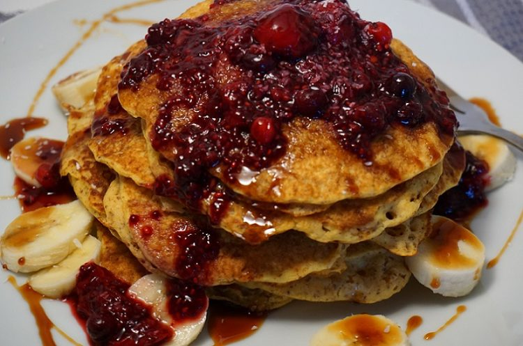 With these vegan and gluten-free pumpkin pancakes you will jump out of bed to have breakfast!